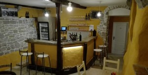 Wine bar & shop Rabos