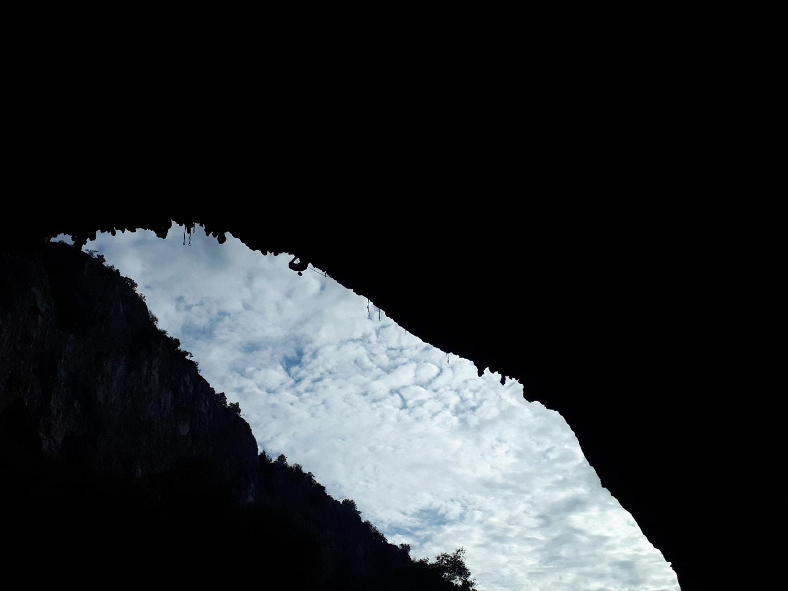 Matteo Menardi in Waterwall (9a) in Osp cave